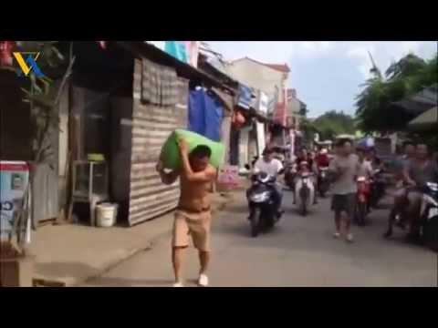 Vác 70kg chạy 1.5km - Thách đấu cả biệt kích Mỹ Luôn :D - Amazing video