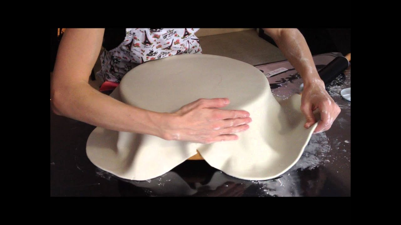 Cover A Dummy Cake With Fondant