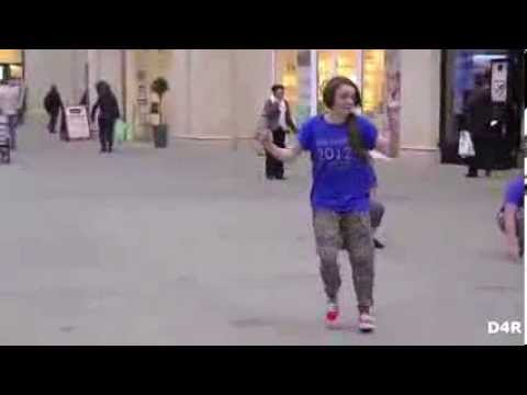Maisie Williams (Arya Stark/GOT) Flash Mob Dance