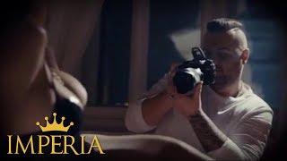 Provokativni spot Bube Corellija uzburkao maštu mnogih: Atraktivna crnka u 'Dokazu' pokazala grudi i guzu