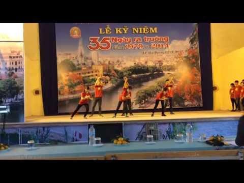 Dân vũ: Nối vòng tay lớn + Bèo dạt mây trôi - Lớp 11M - Trường THPT Hồng Quang