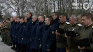 В День призывника солдаты вместе с ветеранами высадили новую аллею.