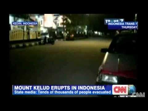 BREAKING NEWS: Indonesian volcano erupts on Java k image