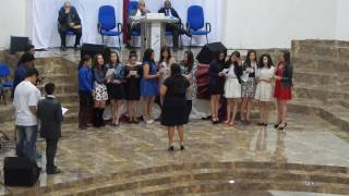 Adolescentes da ieadar louvando a Deus