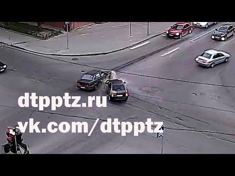 Вечером у мэрии столкнулись два легковых автомобиля
