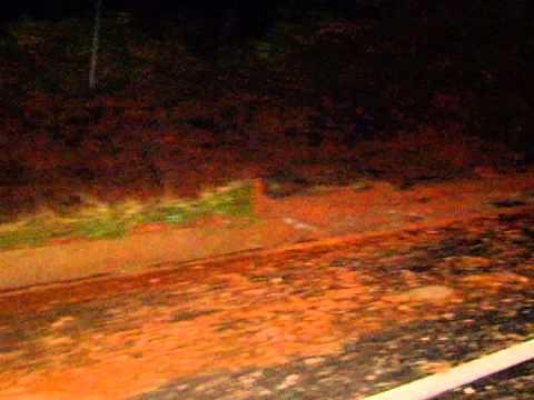 Motorista perde controle e carreta tomba na BR-365