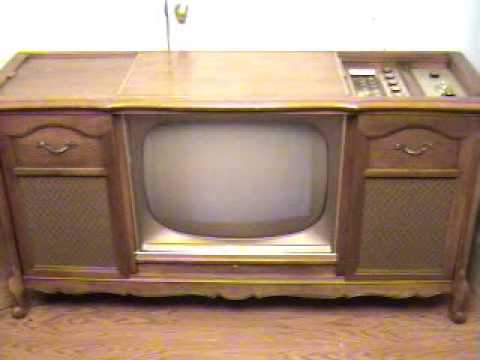 1962 Tube Magnavox Console Stereo/Television Set
