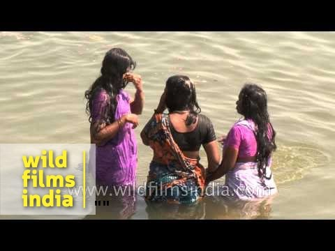 Women bathing at Varanasi Ghat