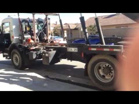 Cách móc thùng rác lớn lên đầu xe tải. Khi cần vứt bỏ đồ đạc cũ, vật liệu xây dựng mướn thùng rác l