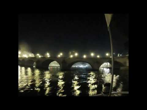 Paris by night on a boat, in one minute ! (Hyperlapse)