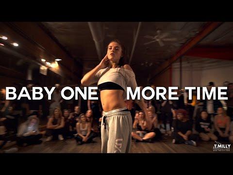 """Многу енергична и жешка кореографија на песната """"Baby One More Time"""" од Бритни"""