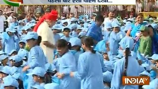 PM Modi jumped security to meet schoolkids at Red Fort