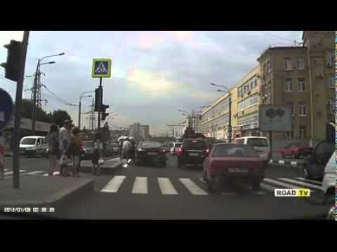 Пешеход бросился под колеса машины пр.Гагарина 13.08.15