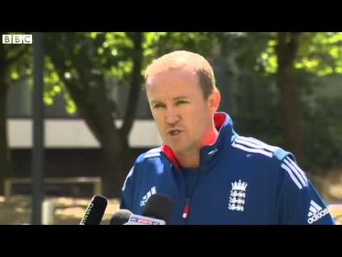 Ashes 2013-14: Andy Flower wants to stay on with