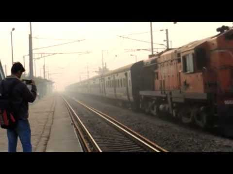 [IRFCA] 12055 Dheradun Jan Shatabdi In Dense Fog Speeds Through Chander Nagar