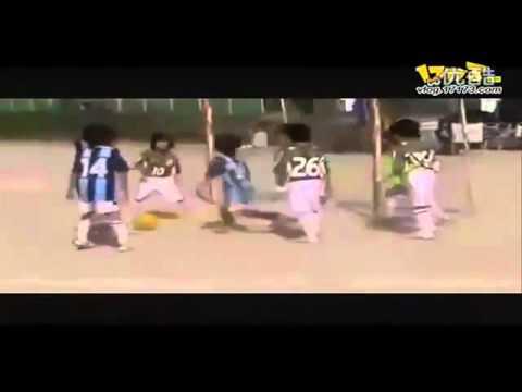 """Ngỡ ngàng trước khả năng dắt bóng của """"Messi nhí    Thể Thao   Kênh14 vn"""