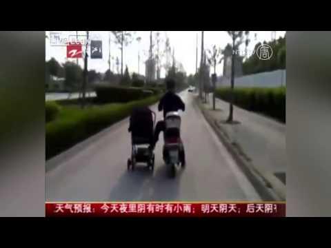 Ông Bố Liều Lĩnh Lái Xe Kéo Theo Bé Sơ Sinh tại Trung Quốc