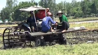 Xem 4 anh em Tài xế đi kéo máy cày mắt lầy/tractor