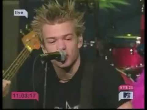 Baixar Sum 41 MTV New Year's Eve 2002 - In Too Deep and Fat Lip