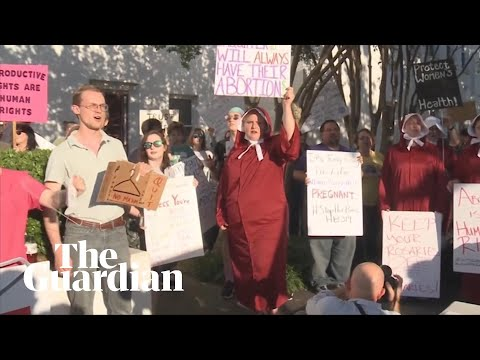 Pro-choice supporters protest against Alabama's abortion ban
