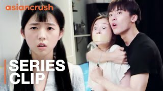 Rescuing my roommate from her ex-boyfriend got bloody | Esther Yu | Youth (2018)