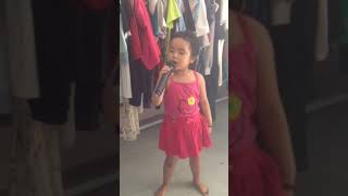 Bé gái 4 tuổi