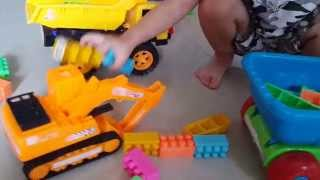Oto tron be tong, may xuc do choi tre em - Car toys for kids