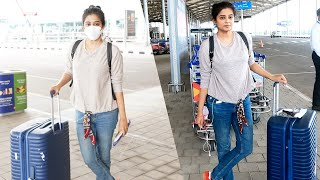 Actress Priyamani spotted at Hyderabad airport, looks clas..