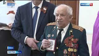 В Омске вручали юбилейные медали в честь 75-й годовщины Победы в Великой Отечественной войне