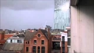 Высокое здание издает звук как из триллера