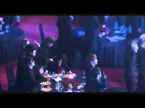 [Fancam] Yesung almost fainted at golden disk award 2010!!