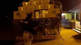 PRF apreende cerca de 150 mil maços de cigarros contrabandeados na BR-290, em São Gabriel