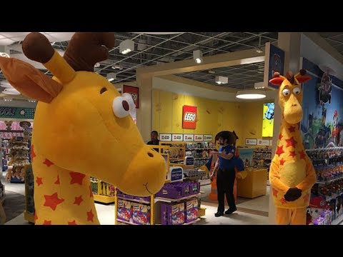 Look inside the first new Toys 'R' Us in New Jersey!