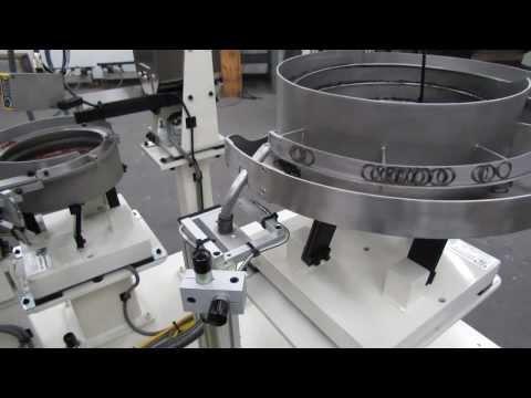 Vibratory floating mandrel feeds thin wavy washer