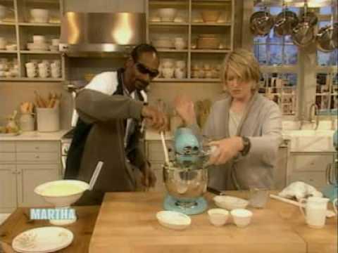 Snoop makes Mashed Potatoes   Snoop Dogg   Martha Stewart