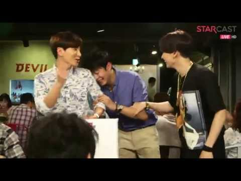 Super Junior's Naver Starcast Moment - SJ's Manager Dancing with Hyukjae