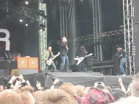 Corey Taylor's dance to Idle Hands with Stone Sour @ SRF2010