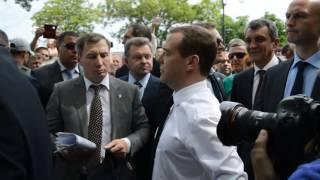 """Медведев – крымским пенсионерам """"Денег нет"""""""