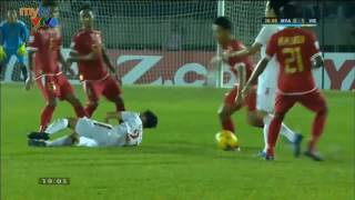 Những pha đánh võ của cầu thủ Myanmar với cầu thủ Việt Nam