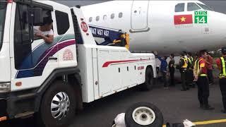 Vụ máy bay rơi lốp: tịch thu bằng lái của 2 phi công vô thời hạn| VTC14