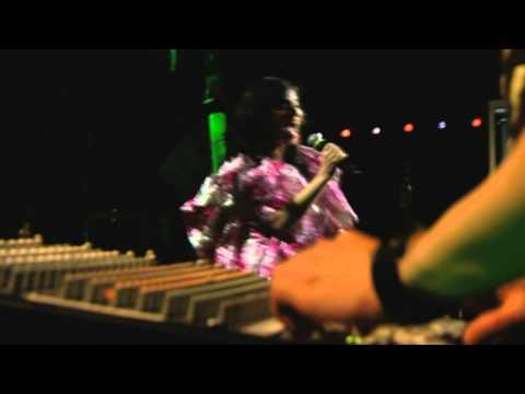 Björk - Bachelorette (Voltaic - Live Paris)