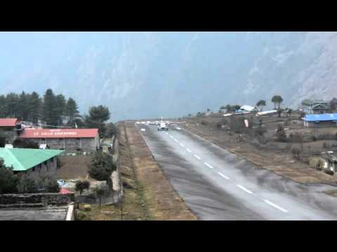 Landing the World's Most Dangerous Airport- Lukla Tenzing-Hillary Airport, Nepal 盧卡拉-世界上最危險的機場(降落)