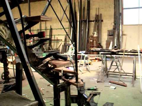 fabrication escalier limon central m tallique 1 4 tournant youtube. Black Bedroom Furniture Sets. Home Design Ideas