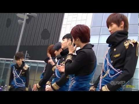 [FanCam] 121108 BOYFRIEND's Hug Event at Mnet M! Countdown