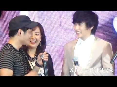 [HD] 110528 Super Junior in Malaysia - Sungmin hugged boy.