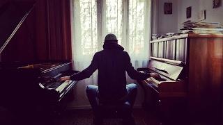 Piano vs Grand Piano - Moonlight Sonata Beethoven
