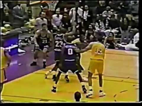James Worthy (31pts/6rebs/8asts/2stls) vs. Kings (1994) - YouTube