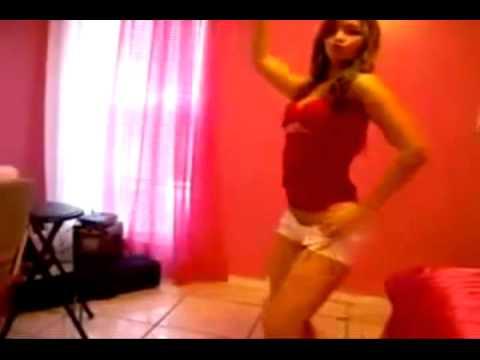 española bailando  dembow