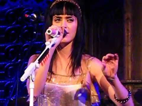 Katy Perry - Black And Gold (Sam Sparro Cover) Live