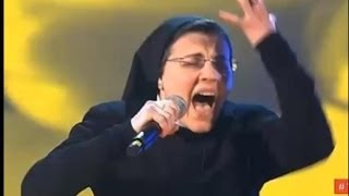 Kada je ova žena izašla na binu i zapjevala svi su je gledali u nevjerici, pogledajte zašto!